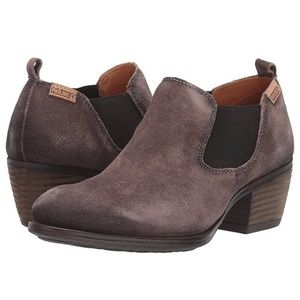 Pikolinos brown suede booties- 9